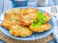 Рецепта Пържени картофено тиквени кюфтета от сварени картофи и тиквички панирани в яйца и галета (без лук)